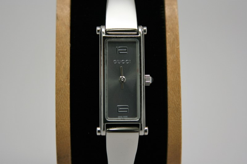 LADY'S GUCCI WATCH 1500L