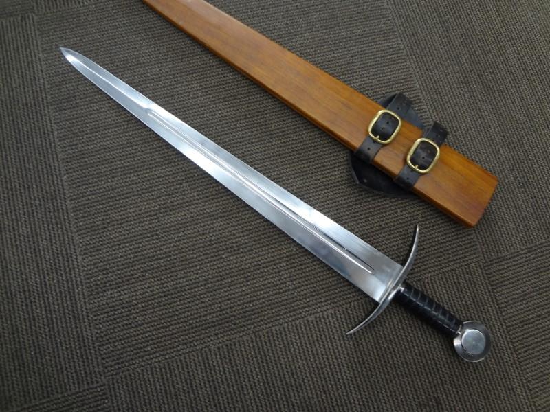 BATTLE READY SWORD - BROADSWORD - REAL BLADE, VERY SHARP