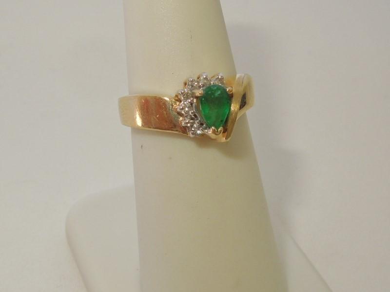 Synthetic Emerald Lady's Stone & Diamond Ring 7 Diamonds .07 Carat T.W.