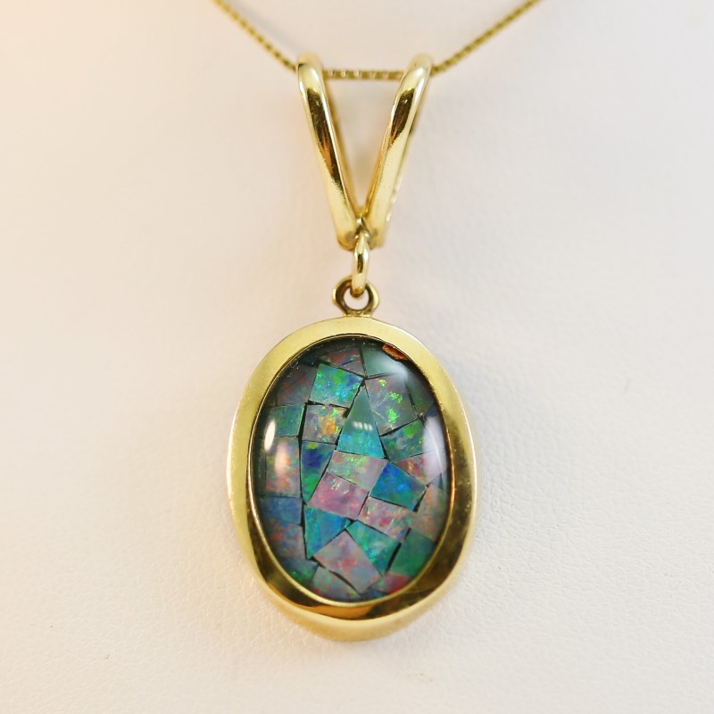 "14K Yellow Gold Oval Cut Opal 22"" Chain Necklace and Pendant"