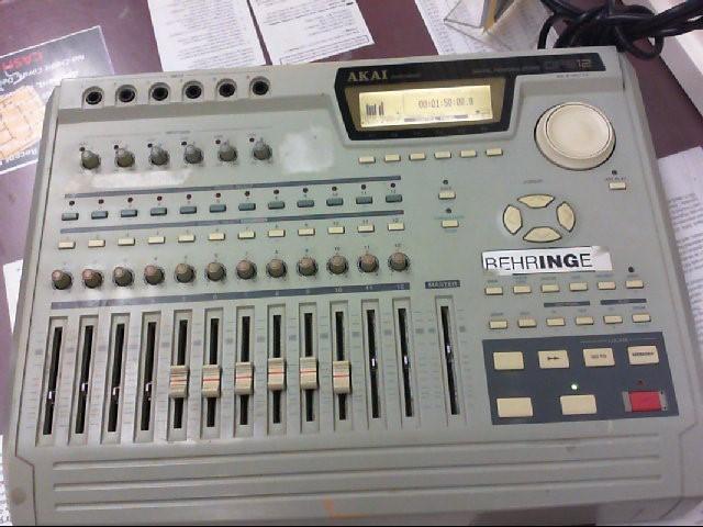 AKAI Mixer DPS12I