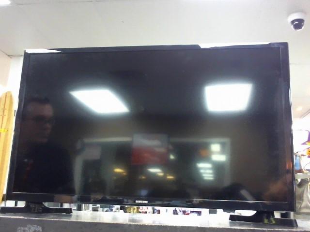 SAMSUNG Flat Panel Television UN32J400DAF