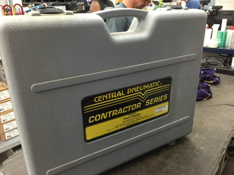 Central Pneumatic Floor Stapler Contractor Series Kit 90399 W/Case Used once