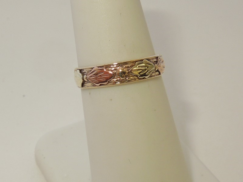 Lady's Gold Ring 10K Tri-color Gold 1.8g