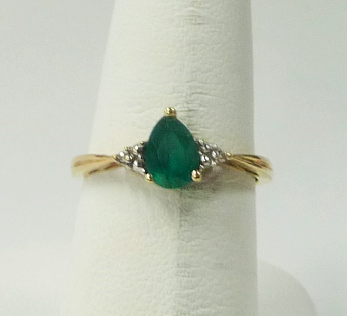 Synthetic Emerald Lady's Stone Ring 10K Yellow Gold 1.08dwt