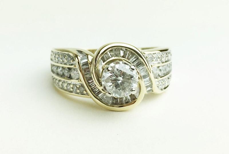 LADIES 14K YELLOW GOLD DIAMOND RING APX 1.26CTW SIZE 7