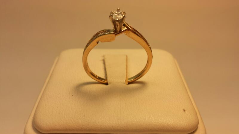 14k Yellow Gold Ring with 21 Diamonds .35ctw - 1.5dwt - Size 7