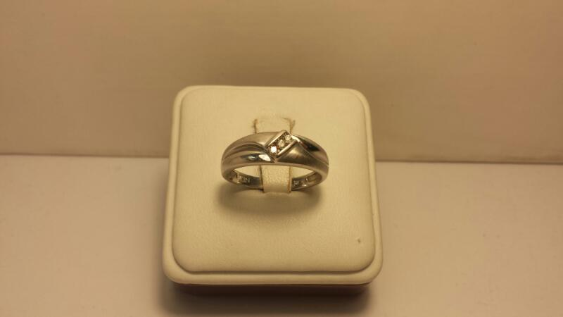 10k White Gold Band with 3 Diamonds at .09ctw - 2.5dwt - Size 9