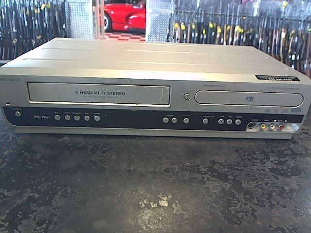 MAGNAVOX CD Player & Recorder MWR20V6