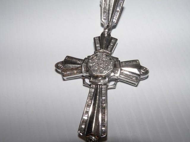Very nice White Gold and Diamond Cross