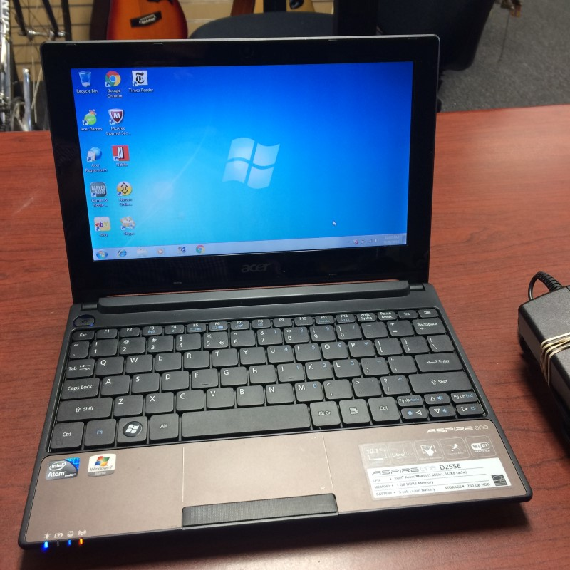ACER ASPIRE ONE D255E-13471 Netbook 1GB Atom @ 1.66GHZ 250GB HDD