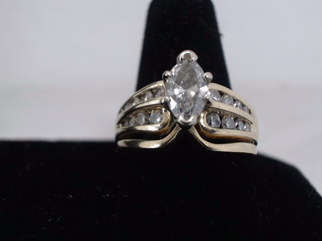 Lady's Diamond Cluster Ring 1.00 CT. 14K Yellow Gold 6.8g