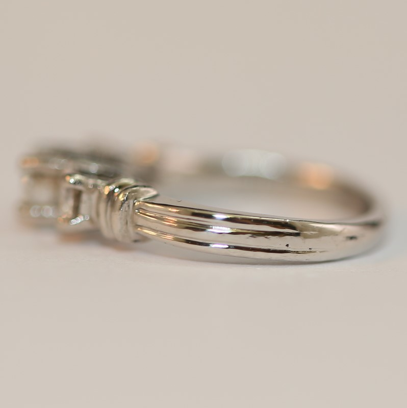Platinum Round Brilliant Cut Diamond Wedding Ring SIze 4