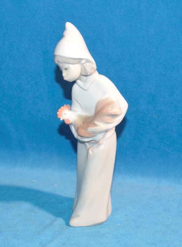 LLADRO PORCELAIN Figurine 4677 GIRL WITH ROOSTER CHICKEN