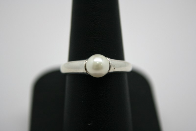 LADY'S PEARL SILVER RING