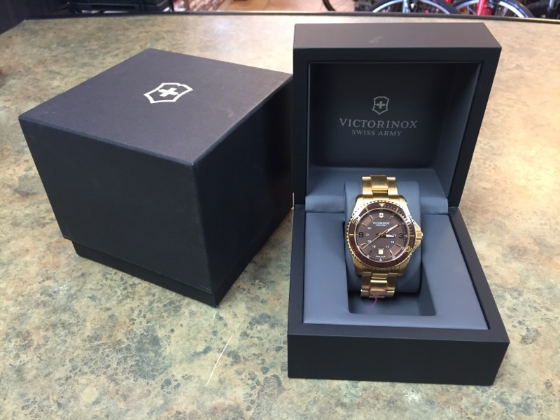 VICTORINOX Gent's Wristwatch 241607