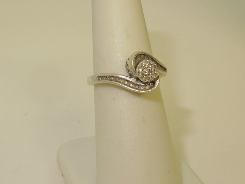 Lady's Silver-Diamond Ring 31 Diamonds .190 Carat T.W. 925 Silver 3.1g