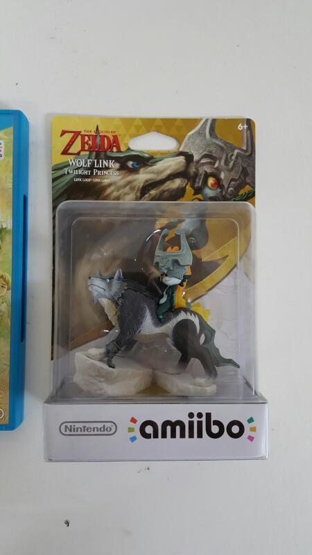 Legend of Zelda: Twilight Princess HD (Nintendo Wii U) Wolf Link Amiibo Bundle