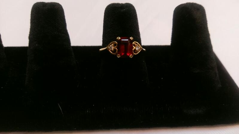 Lady's Red Stone Ring 14K Yellow Gold 3g Size 8