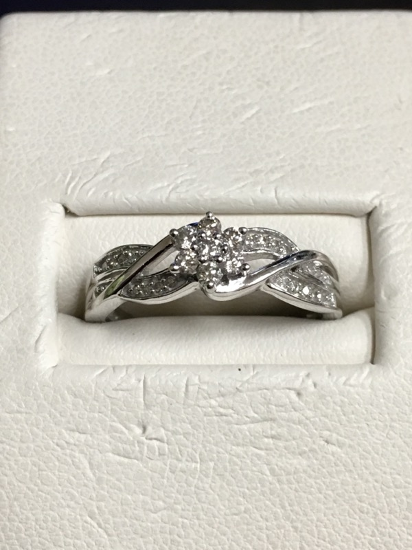 Lady's Gold Ring 10K White Gold 1.6dwt Size:6.5