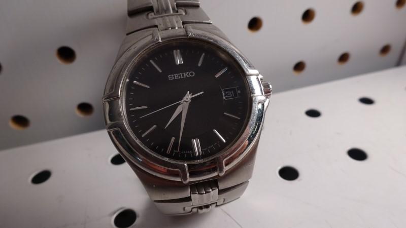 SEIKO Gent's Wristwatch 7N42-0CV0