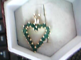 Green Stone Gold-Stone Pendant 10K Yellow Gold 1.59g
