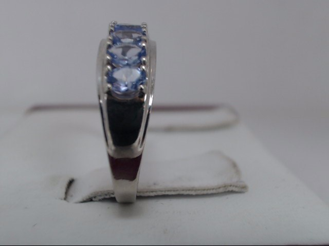 Lady's Gold Ring 14K White Gold 2.2g