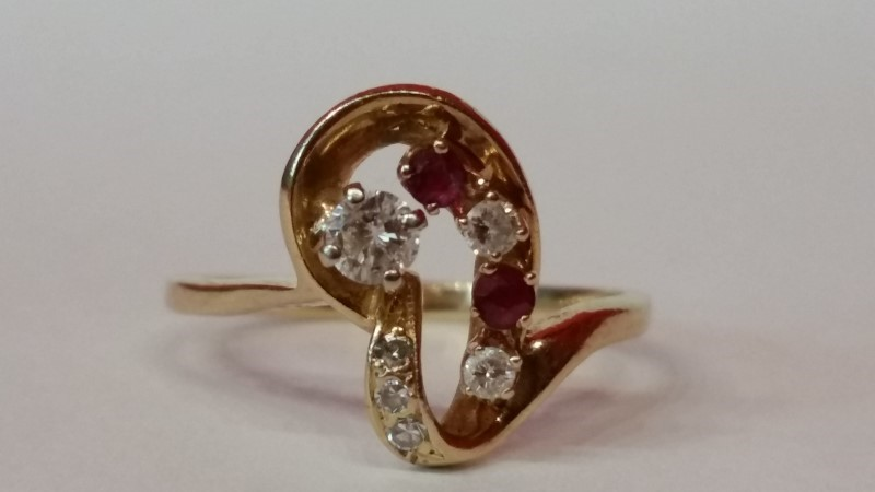 Synthetic Ruby Lady's Stone & Diamond Ring 6 Diamonds .21 Carat T.W.
