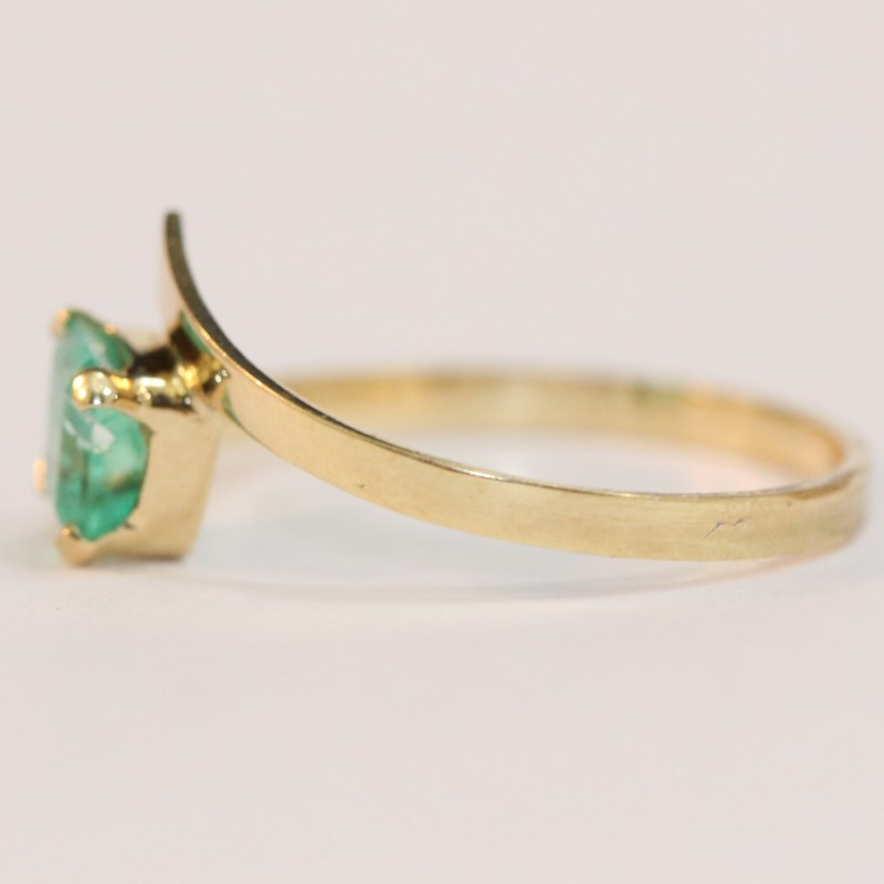 18K Yellow Gold Emerald Ring Size 7.25