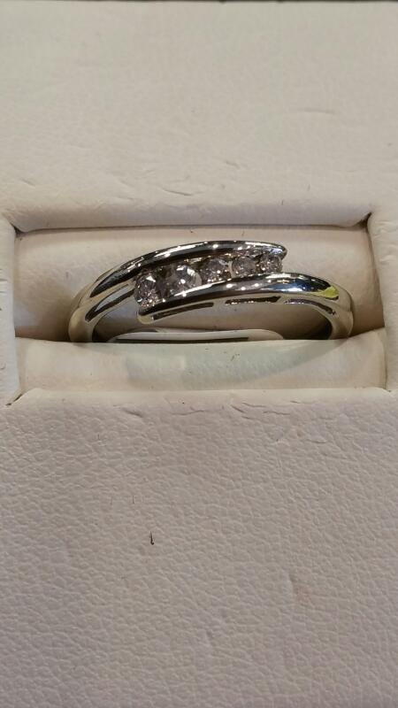 Lady's Gold Ring 14K White Gold 0.9dwt Size:5.8