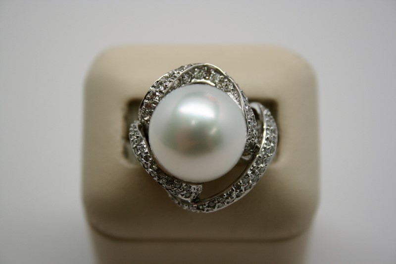 LADY'S FASHION DIAMOND & PEARL RING 14K WHITE GOLD