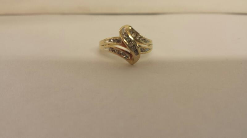 Lds 10K-Y/G Diamond Fashion Ring