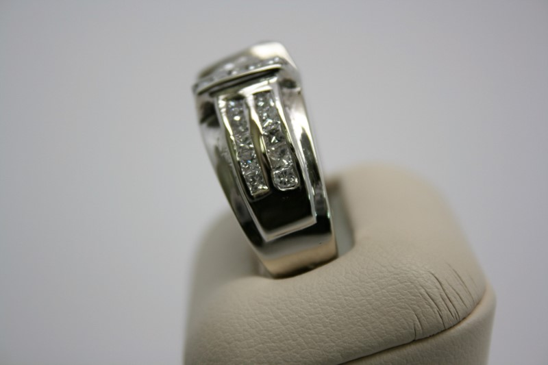 GENT'S DIAMOND RING 14K WHITE GOLD