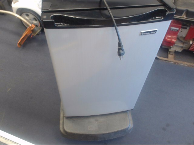 MAGIC CHEF Refrigerator/Freezer HMBR440SE