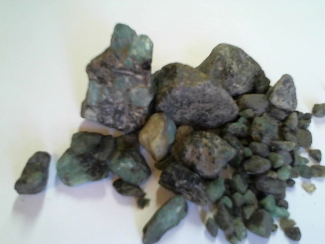 NAT. EMERALD ROUGH GEMSTONES 200 GRAMS