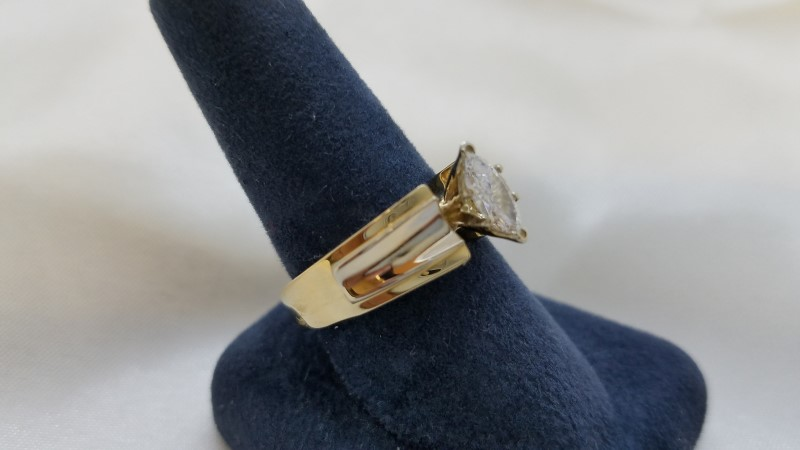 Lady's Diamond Engagement Ring .48 CT. 14K Yellow Gold 7.6g Size:7.5