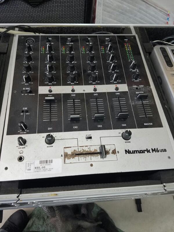 NUMARK ELECTRONICS Mixer M6USB
