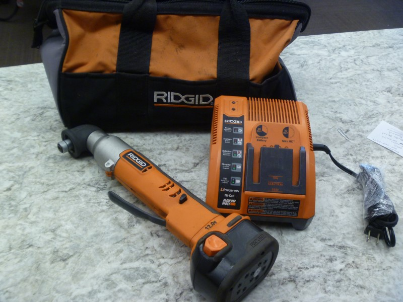 RIDGID R82233 12 VOLT RIGHT-ANGLE IMPACT DRIVER KIT WITH ONE BATTERY/CHARGER/BAG