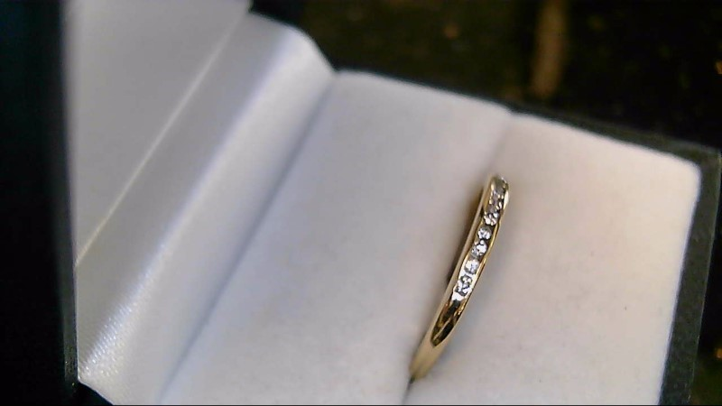 lady's 14k yellow gold round diamond wed band