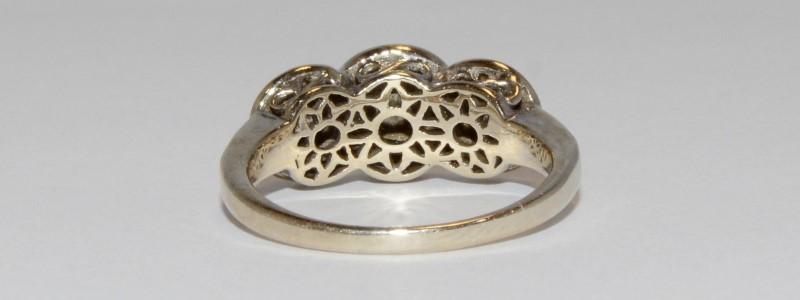 18K Women's White Gold Vintage Inspired Triple Halo Diamond Ring Size 9