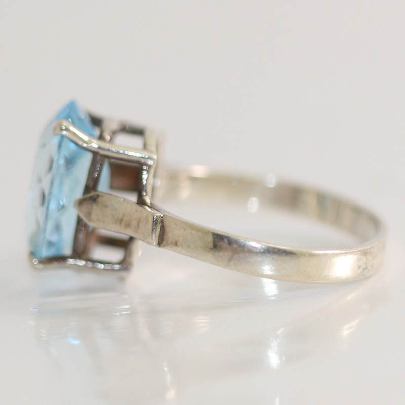 Sterling Silver Oval Cut Aquamarine Ring Size 8.3