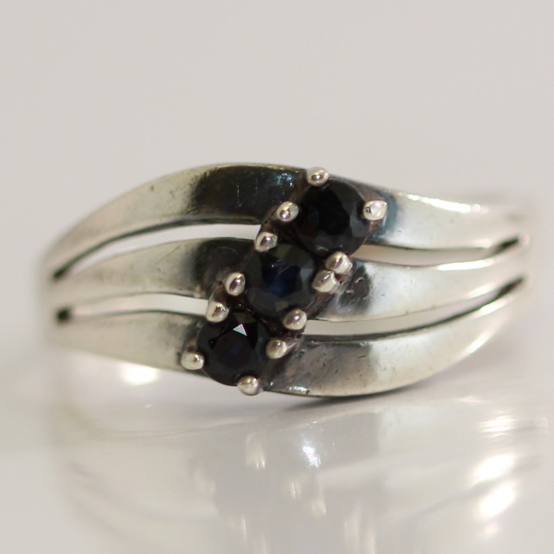Waving Sterling Silver Bead Set Round Cut Black Stone Ring Size 7.25