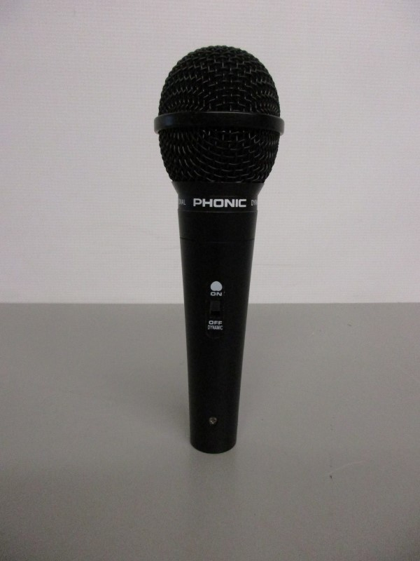 PHONIC UM-99 DYNAMIC MICROPHONE W/CLIP