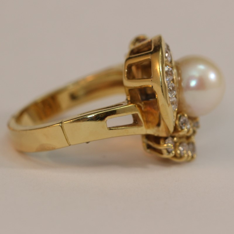 Unique 18K Yellow Gold Pearl and Cubic Zirconia Ring Size 7.75