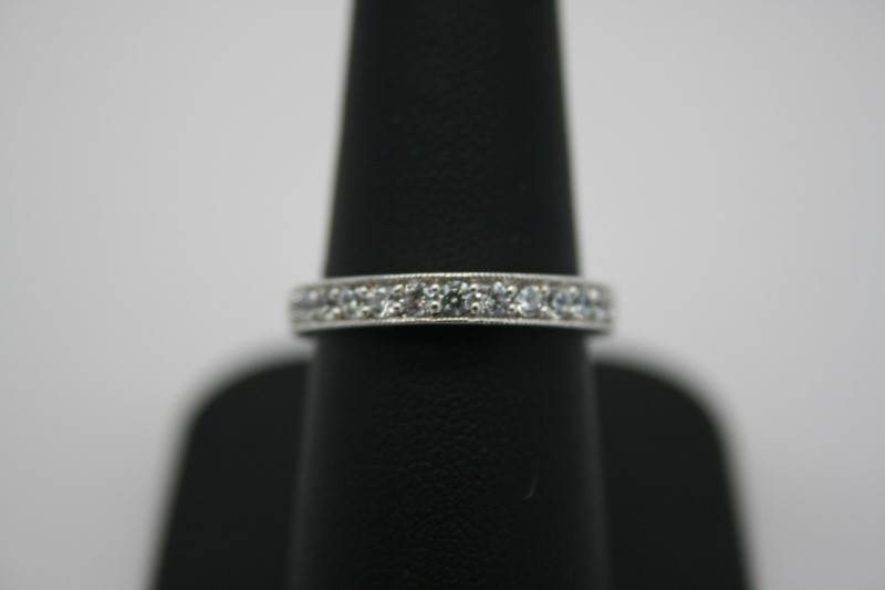 LADY'S SILVER RING W/ WHITE STONE'S