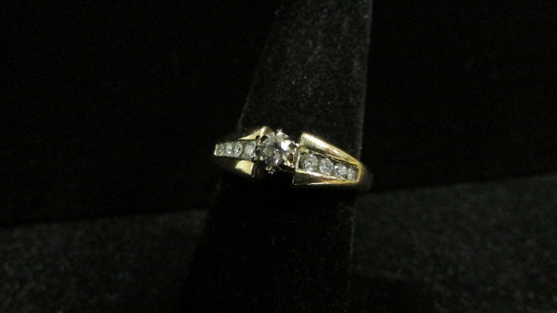 Lady's Diamond Fashion Ring 9 Diamonds 0.28 Carat T.W. 14K Yellow Gold 4.2g
