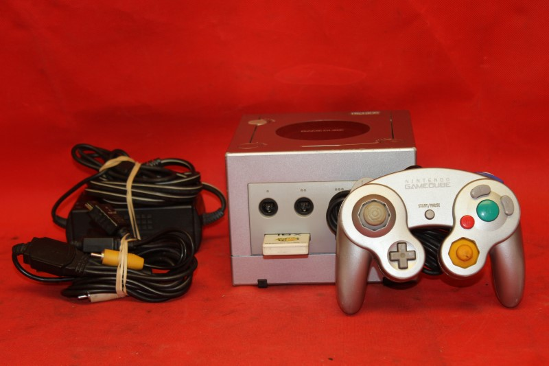 ---SILVER PLATINUM NINTENDO GAMECUBE CONSOLE SYSTEM ---- **Console Only**