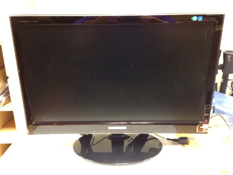 "Samsung SyncMaster P2250 22"" Widescreen 1080p HD LCD Monitor"