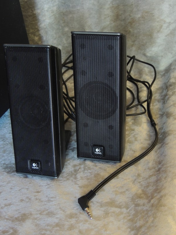 Logitech X-240 3-Piece Speakers with Ipod / MP3 Player Dock