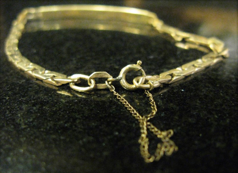 "8"" Gold Monogram Bracelet 10K Yellow Gold 4dwt"